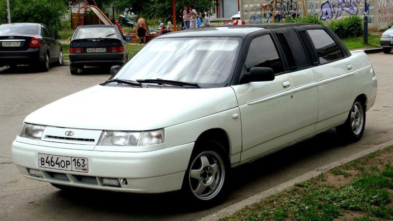 Премьера автомобиля состоялась на Московской автомобильной выставке в 1996 году. По сути Lada 21109 — это удлиненная на 650мм «десятка», то есть это еще более длинный автомобиль, чем Lada Premier. «Консулы» выпускались штучно и только на заказ. Однако, можно сказать, что они так и не нашли своего клиента. Основная причина — машина рассчитана только на двух пассажиров.