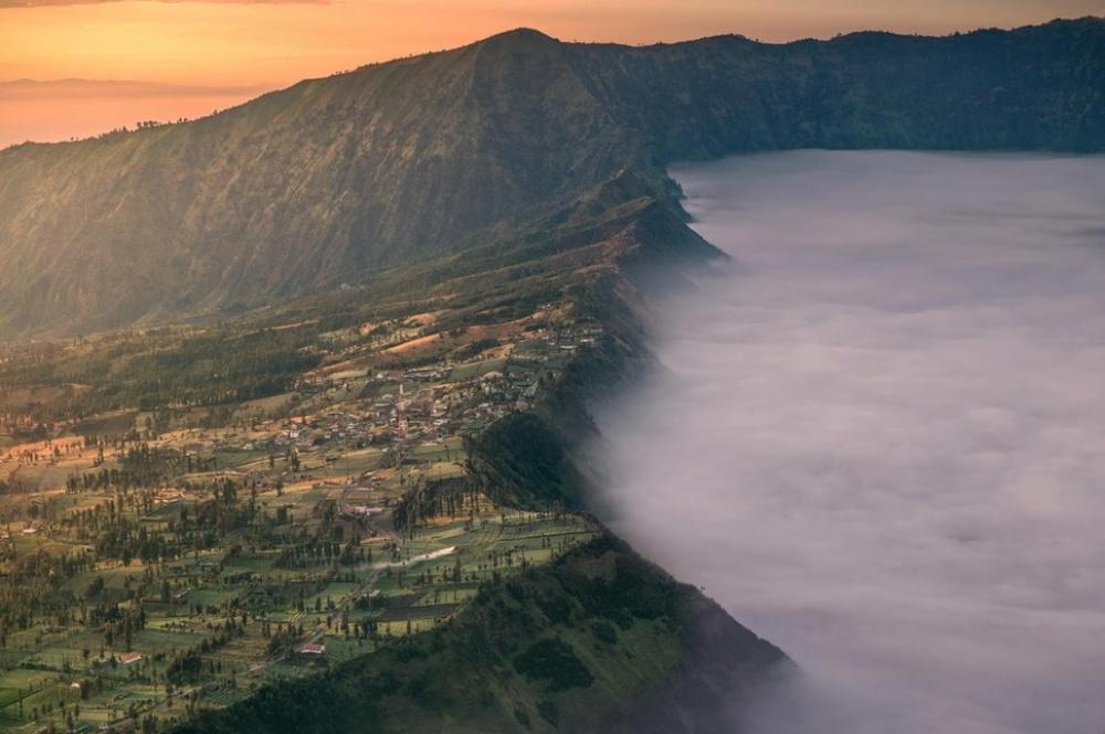 Чеморо Лаванг, Индонезия