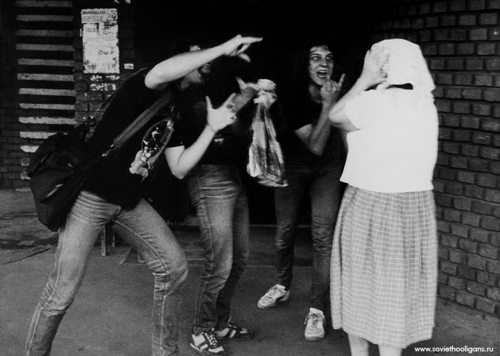 Адские видения московских старушек. Фото из архива Димы Саббата, Москва, 1987.