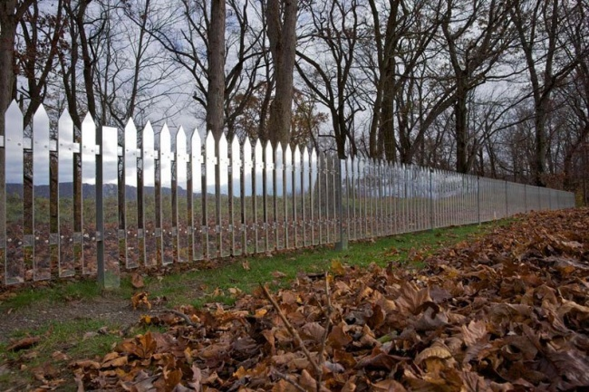 18398060-r3l8t8d-650-mirrored-fence-by-alyson-shotz-2