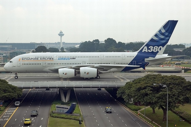 18481210-R3L8T8D-650-AirbusA380841