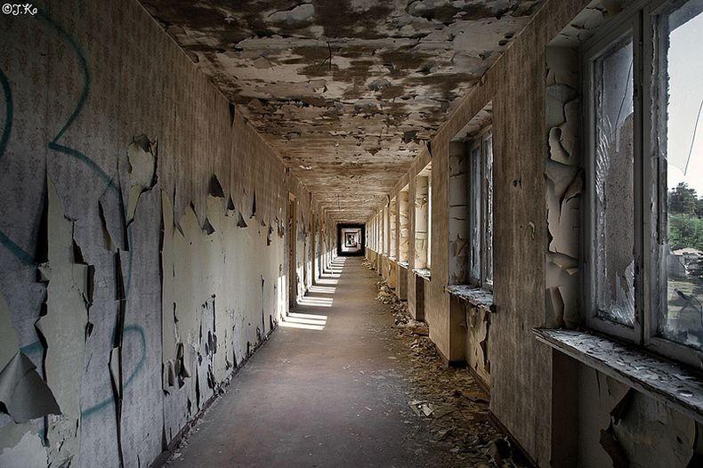 После войны отель Прора использовался в качестве военного форпоста для Восточногерманской армии.