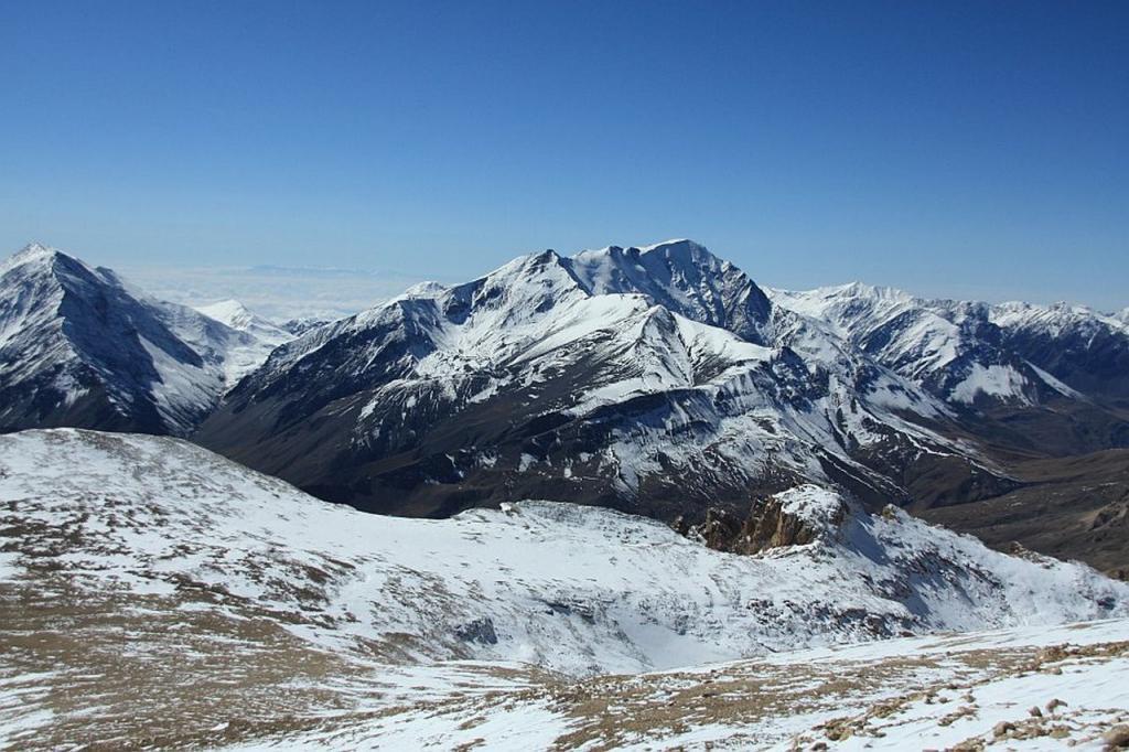 Она же и самая южная континентальная точка. Найти ее довольно сложно, так как на картах она имеет четкого наименования. Известно, что расположена она на высоте свыше 3500 м в 2,2 км к востоку от горы Рагдан и к юго-западу от гор Несен (3,7 км) и Базардюзю (7,3 км) в Дагестане.