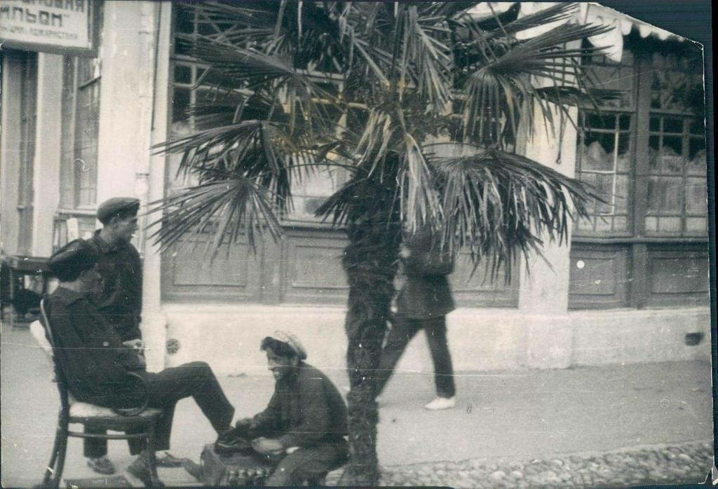 Чистильщик обуви в Батуми. 1928 год.