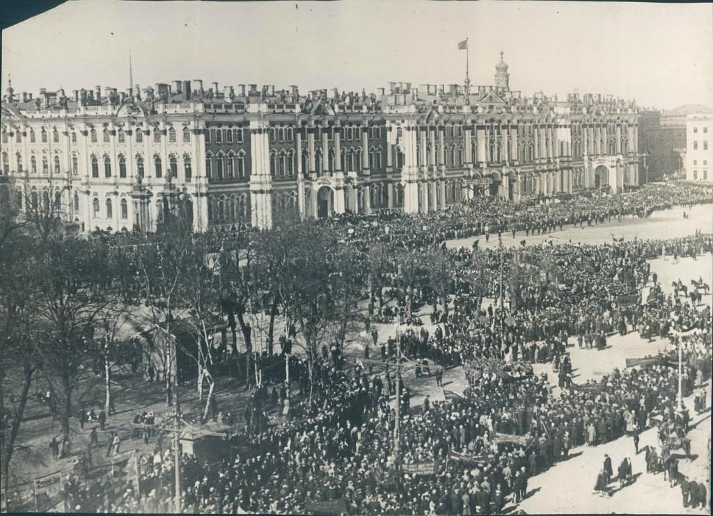 Празднование 11-й годовщины революции на площади Урицкого в Ленинграде. 7 ноября 1928 года.