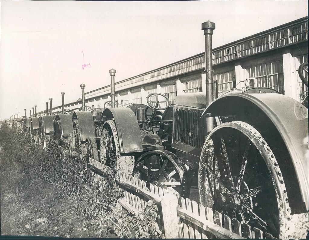 На Сталинградском тракторном заводе. 1931 год.