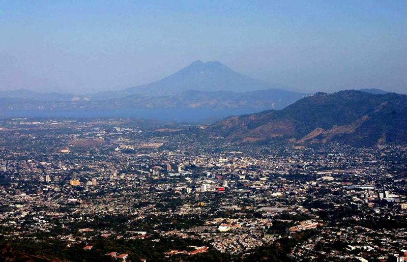 Это небольшое государство в Латинской Америке, граничащее с Гватемалой и Гондурасом. Население Сальвадора превышает 6 млн. человек. Уровень поддержки действий США составляет 80%.
