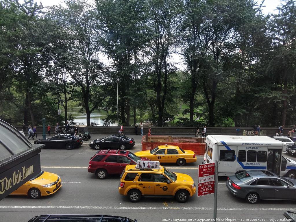 Это вид на 25 000 000 долларов. Прямо скажу, вид так себе. Те, кто живут в Нью-Йорке, представляют, какой там шум за окном.