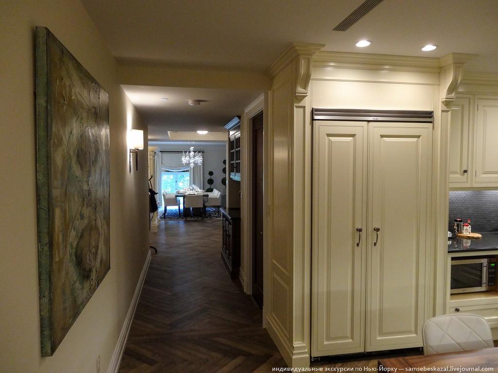 Возвращаемся в коридор и идем на кухню.