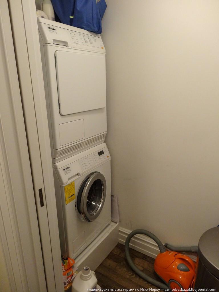 Еще есть комнатка со стиральной и сушильной машиной (шмотки снова намекают), но вряд ли она изменит общее отношение к квартире.