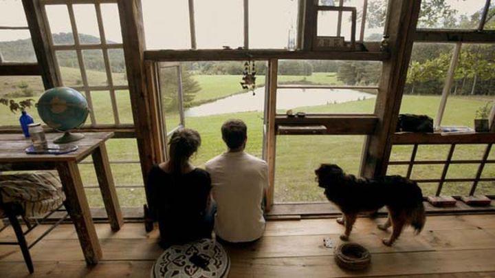 Ник Ольсен и лила Горвиц построили его из переработанных оконных стёкол.