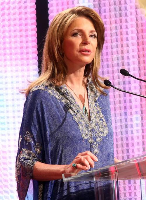 Урожденная Лайза Наджеб Халаби, вдова покойного короля Иордании аль-Хусейна, ставшая политической активисткой после смерти своего мужа в 1999 году. Участвует миротворческих конференциях по всему миру и выглядит при этом, как самая сногсшибательная голливудская кинозвезда. Невероятно гладка кожа намекает на ботокс, но точно, разумеется, никто не знает.