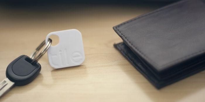 GPS-брелок для ключей или кошелька, который можно отследить с помощью смартфона