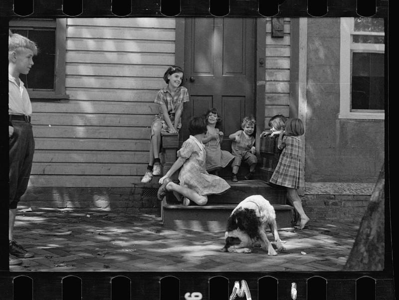 Дети бедняков, Джорджтаун, округ Колумбия. Ноябрь 1935 года.