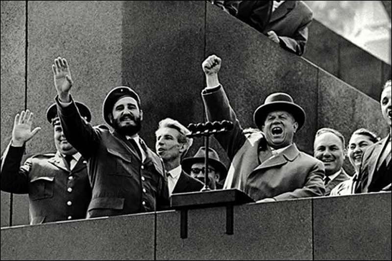 Фидель Кастро — первый иностранец на трибуне мавзолея