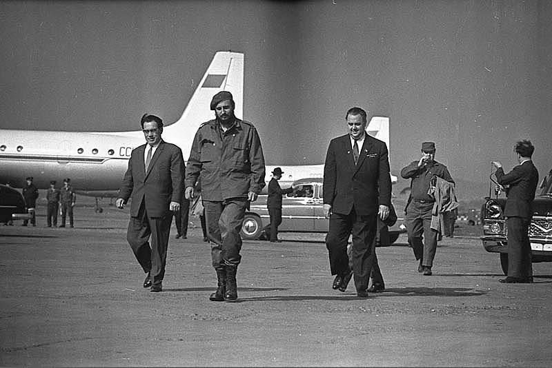 Фидель в аэропорту Кольцово, Екатеринбург (в то время Свердловск)