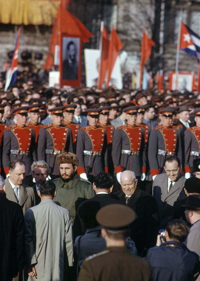 Во время первомайской демонстрации на Красной площади
