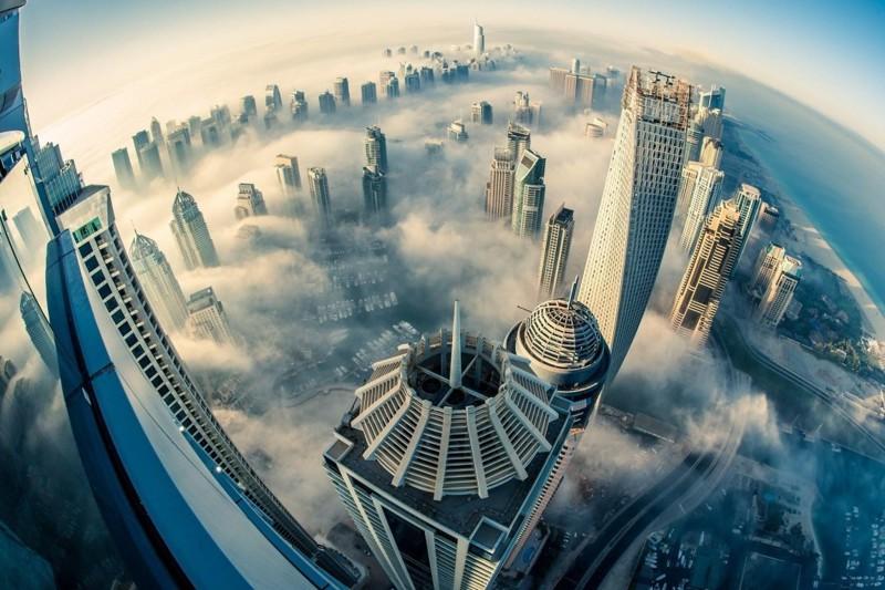 Море - это лишь одна из достопримечательностей Дубая. Например, ещё вы можете пожить в облаках