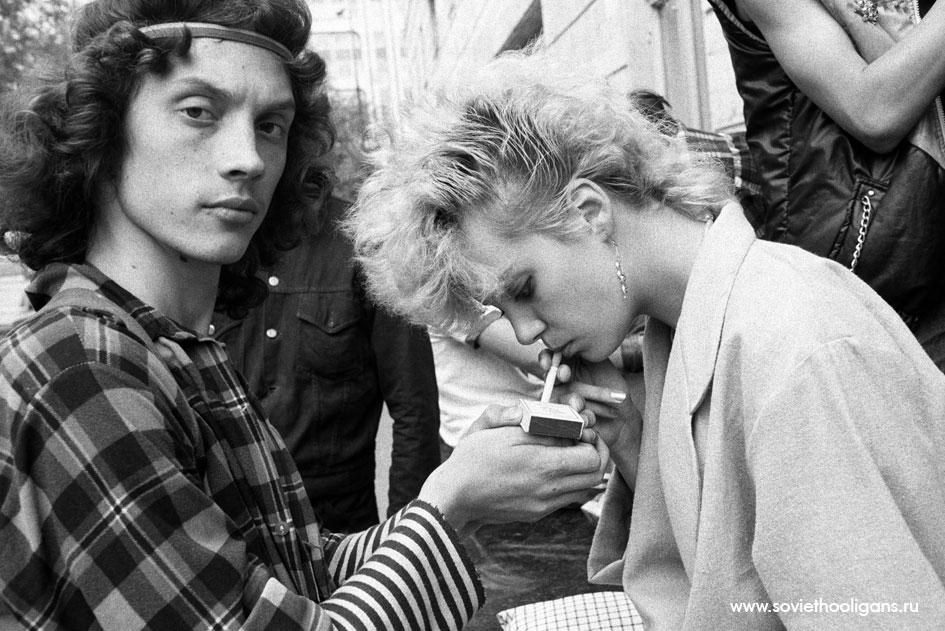 Тусовка на Никитском бульваре. Фото Асы Кари Франк, Москва, 1987.