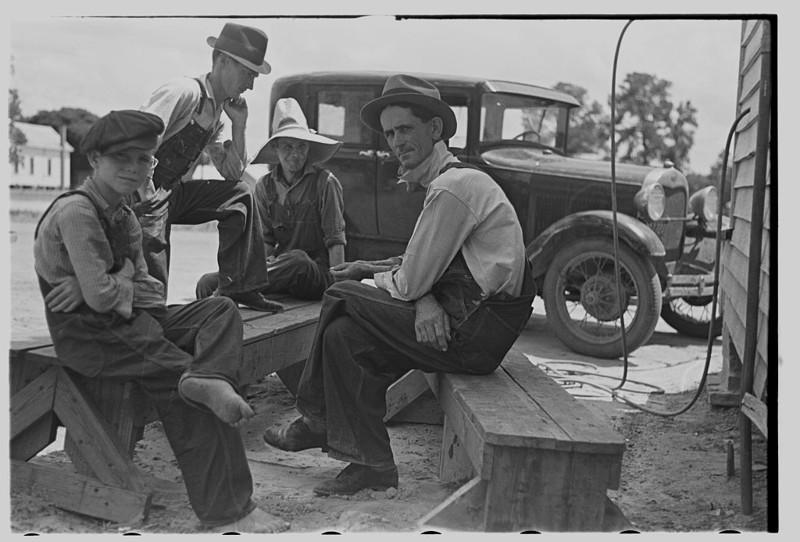 Перекур. Фермерский городок, Джорджия. Май 1938 года.
