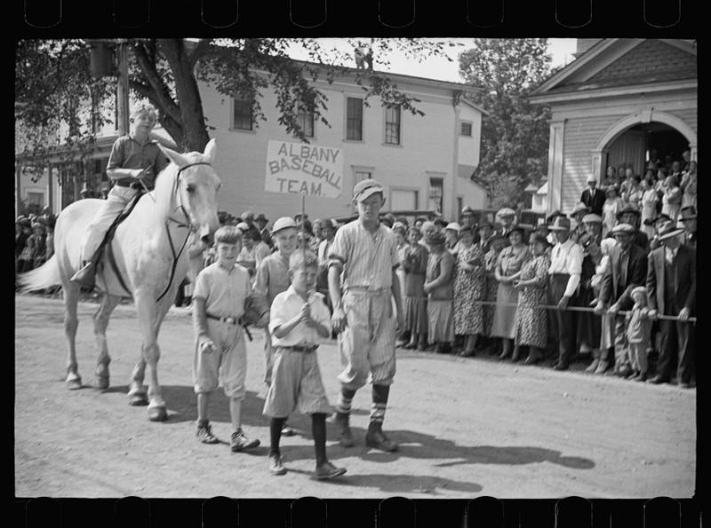 Парад на главной улице города. Олбани, штат Вермонт. Сентябрь 1936 года.