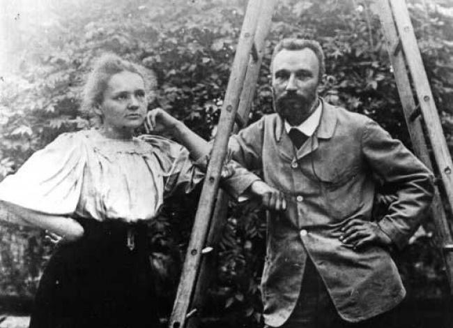 Мало кто помнит лаборантку Пьера и Марии Кюри. Да она сильно и не светилась.