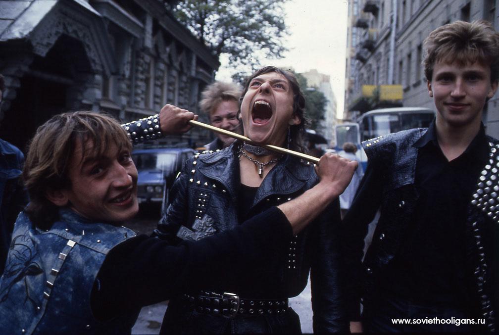 Металлисты на Арбате. Фото Сергея Борисова, Москва, 1986.