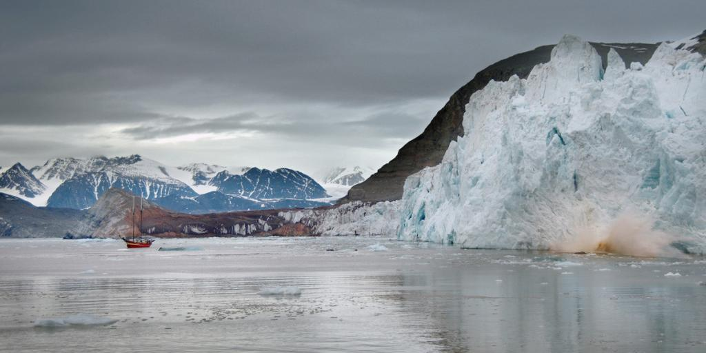 А этот мыс является самой северной континентальной точкой России и Евразии. Глубина вод у мыса составляет 10 метров.