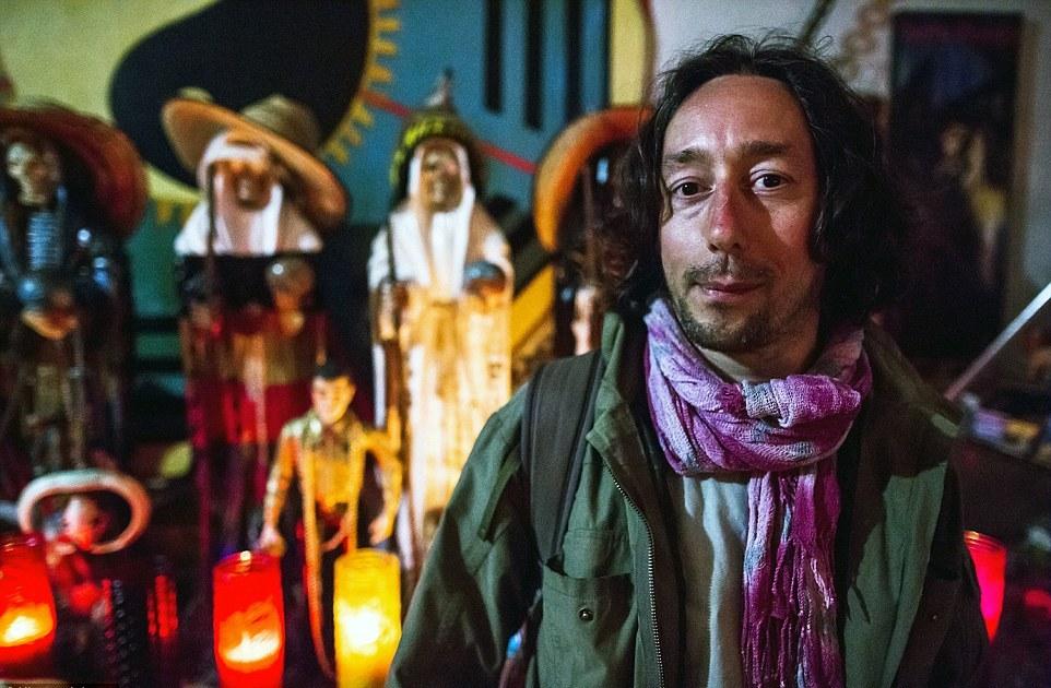 Турист из Италии Сэмюэль Каселла перед началом ритуала заявил: «Думаю, что сегодня я увижу что-то действительно невероятное».