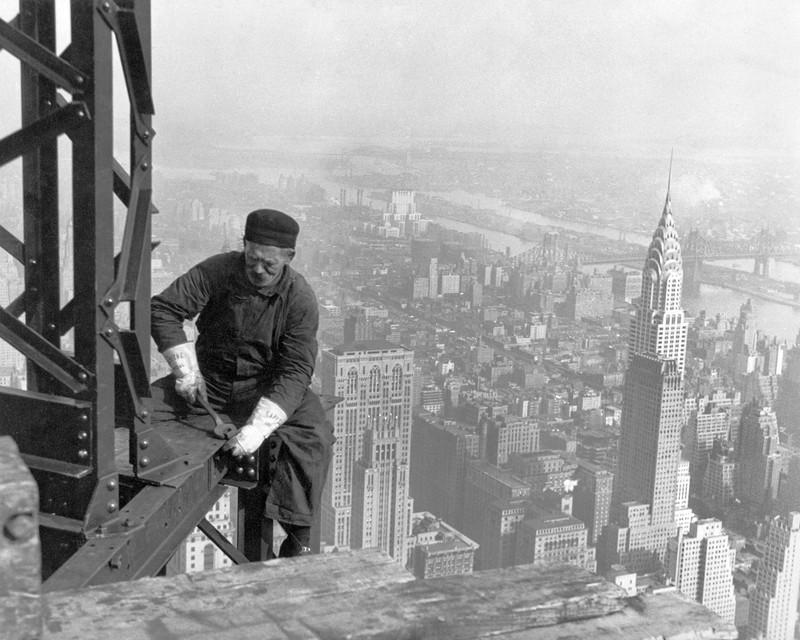 Рабочие трудились без всякой страховки.