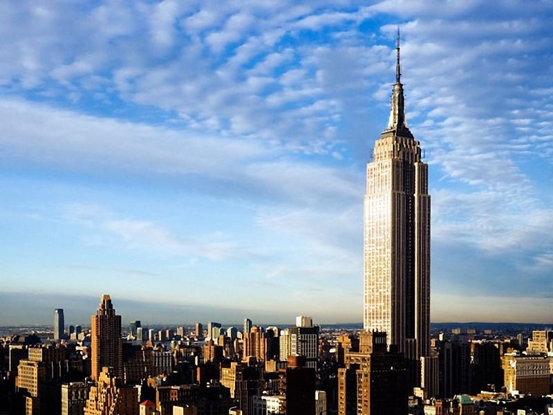 Сдать все помещения в здании сразу не удавалось десять лет. Здание прозвали Empty State Building — «Пустой Стейт-билдинг». Эмпайр-стейт-билдинг не приносил доходов владельцам до 1950 года. Только в 1951 году, после продажи здания Роджеру Стивенсу и его партнерам за 51 млн долларов, оно перестало быть убыточным.