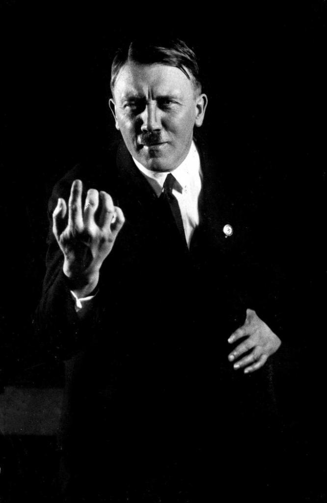 Снимки с репетиций Гитлера, которые так и не были уничтожены