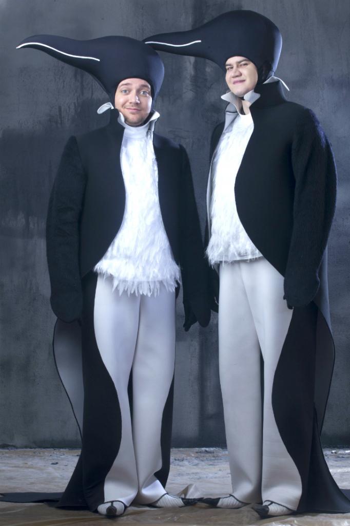 Веселые Пингвины появляются в «Синей птице» Бориса Юхананова, чтобы исполнить советский хит 60-х годов, песню о том, как «в Антарктиде льдины землю скрыли». В костюме Пингвина, по задумке Насти Нефедовой, можно ходить только по-пингвиньи, вразвалку, однако артисты умудряются бегать по лестницам Электротеатра, не выходя из образа.