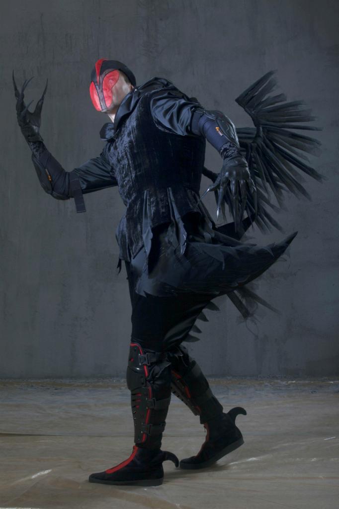 Костюмы Черных лебедей — самые зловещие в этой сказке. Зато танец маленьких лебедей, превращенный композитором Дмитрием Курляндским в забойный хит, можно считать самым веселым номером всей трилогии.