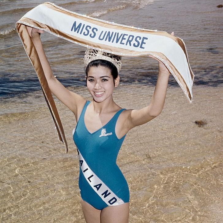 Aпасра Хонгсакула, Таиланд. «Мисс Вселенная — 1965». 18 лет, рост 164 см.