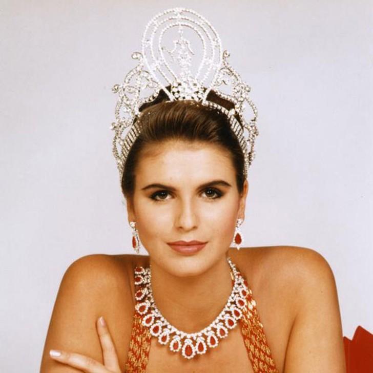 Мишель Маклин, Намибия. «Мисс Вселенная — 1992». 19 лет, рост 184 см, параметры фигуры 93−61−92.