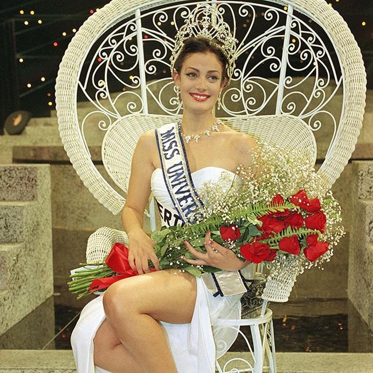 Дайанара Торрес, Пуэрто-Рико. «Мисс Вселенная — 1993». 19 лет, рост 174 см, параметры фигуры 89−60−90.