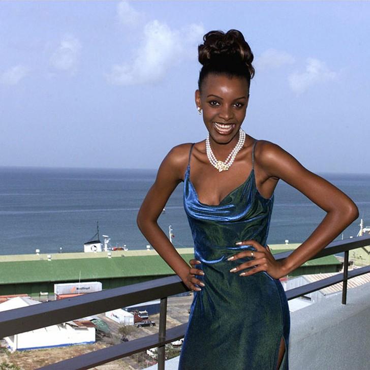 Мпуле Квелагобе, Ботсвана. «Мисс Вселенная — 1999». 19 лет, рост 178 см, параметры фигуры 91−59−92.