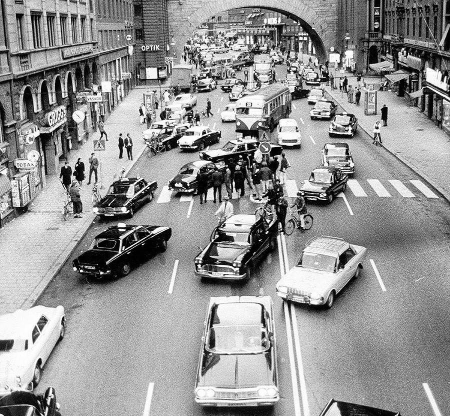 Тот самый день, когда Швеция перепутала, по какой стороне дороги она теперь должна ездить. 1967 год.