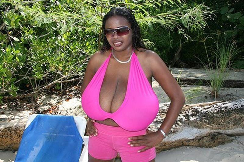 У девушки африкано-испанские корни. Возможно, именно этот факт и повлиял на развитие столь внушительного бюста. Статус Миосотис как обладательницы самой большой груди официально не подтвержден. Однако ее поклонникам это не мешает.