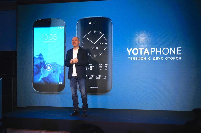 Это LTE-совместимый смартфон российской компании «Yota Devices», выпущенный в декабре 2013 года. Аппарат оснащен двумя экранами, функционирующими независимо. Первый экран традиционный ЖКИ, второй экран — дисплей по технологии электронных чернил. В декабре 2014 года вышла следующая версия телефона — YotaPhone 2.
