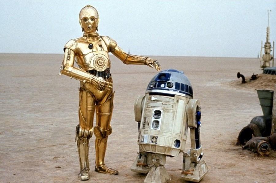 Во вселенной «Звездных войн» есть только одна парочка, которую не разрывают внутренние противоречия и которая почти никогда не расстается, — это долговязый робот C3PO и маленький пискун R2D2. Что прекрасно на экране, в жизни не было столь милым — актеры Энтони Дэниелс и Кенни Бейкер, исполнившие роли соответствующих «героев», друг друга не видели в упор. Бейкер был возмущен высокомерием Дэниелса, ни разу не присоединившегося к группе на дружеских посиделках, а то и просто игнорировавшего коллег. В ответ Бейкер, нисколько не смущаясь, говорил журналистам о том, что ему совершенно безразлично было, кто сидит в «ведре с болтами», с которым его герою нужно было разговаривать по сюжету фильма. Это ли не повод для драки?