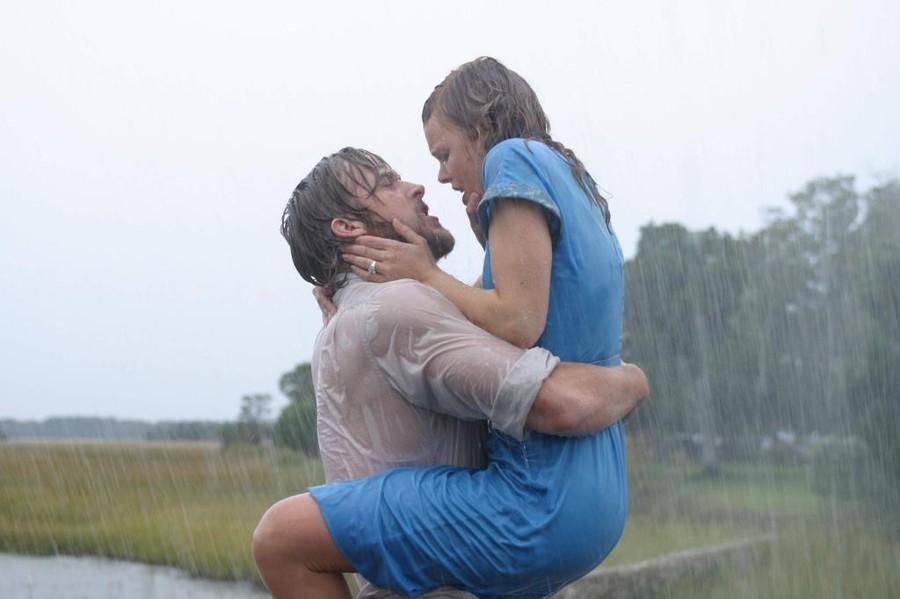 Одна из самых ярких романтических историй последних нескольких лет, драма Николаса Кассаветиса «Дневник памяти» способна заставить рыдать не только женщин, но и мужчин. Красавец Райан Гослинг и скромняжка-очаровашка Рэйчел Макадамс, казалось бы, являют в этой картине идеальную пару, добившуюся эмоциональной отдачи только полным растворением друг в друге на съемочной площадке. На деле все было иначе — Гослинг и Макадамс люто ненавидели друг друга, а фильм мог не выйти из-за конфликта актеров. В одном из интервью Кассаветис рассказал, что однажды Гослинг пришел к нему и сказал, что больше не может играть с Рэйчел и просит заменить актрису. В ответ режиссер свел конфликтующие стороны в одном трейлере и оставил разбираться один на один. Гром и молния из вагончика раздавались такие, что притихла вся съемочная группа. Доснять кино удалось, но скольких нервов оно стоило участникам!