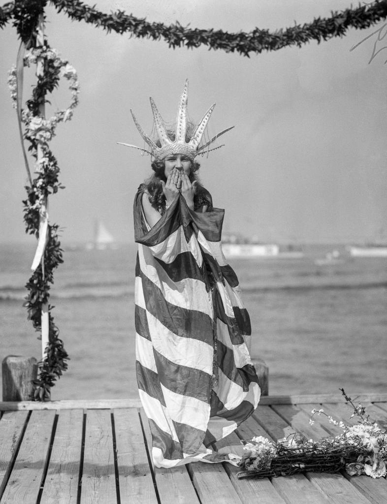 beauty-pageant-winner-in-mythological-robe