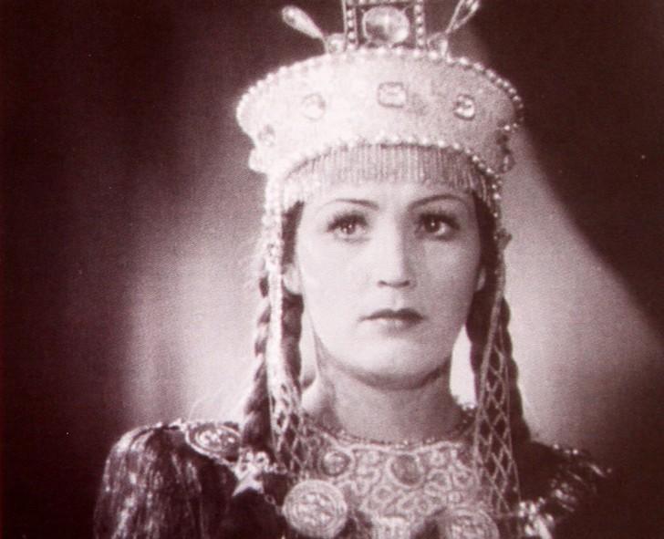 Марья Моревна, краса ненаглядная, из другой картины Роу «Кащей Бессмертный» (1944 год). К большому сожалению всех мальчишек и девчонок Советского Союза, эта актриса в кино снималась очень мало, предпочитая играть в театре.