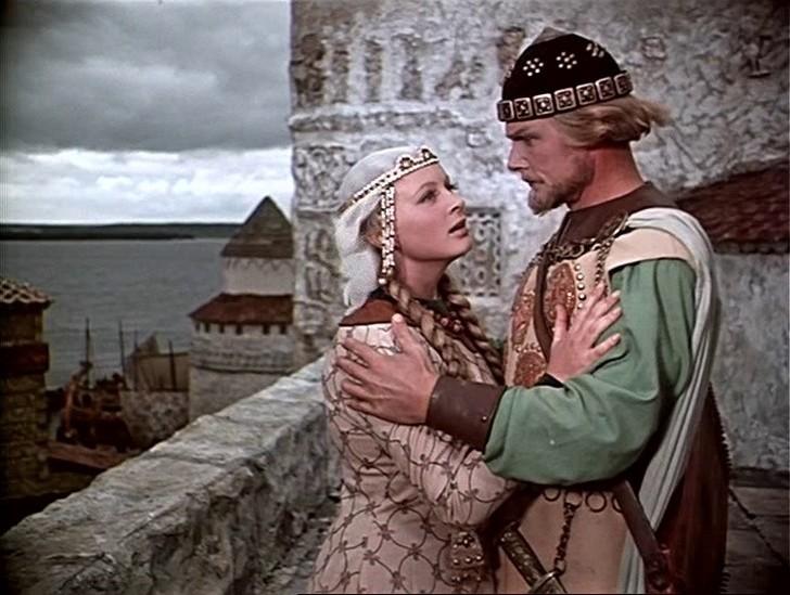 Царственная, даже несколько суровая Любава из киносказки Александра Птушко «Садко» (1952 год) — одна из самых запоминающихся ролей этой талантливой актрисы и очень обаятельной женщины.