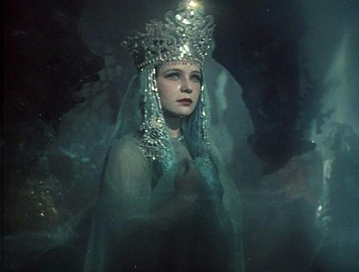 Так же как и Ларионова, Нинель играла в сказке Александра Птушко «Садко». Именно она и была той прекрасной и вечно печальной Ильмень-царевной, которую мечтали спасти от ее навсегда определенной судьбы все мальчишки СССР.