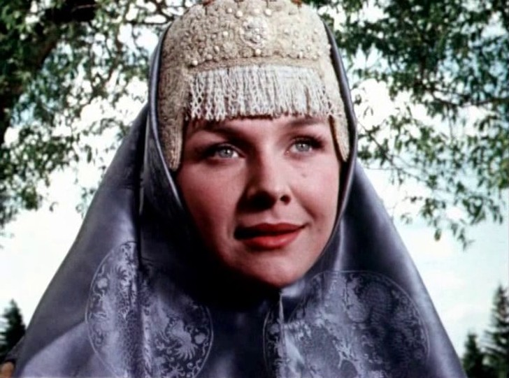 Второй фильм-сказка этой общепризнанной красавицы — «Илья Муромец» (1956 год), Нинель играла в нем Василису.