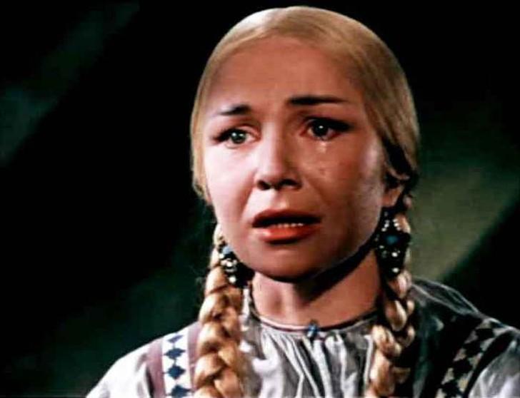 А в 1959 году ее снова позвали на главную роль в сказку «Марья-искусница» Александра Роу.