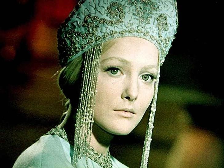 Ее первая и практически единственная роль в кино — Снегурочка в экранизации одноименной сказки Островского (1968 год). Сама актриса была под стать своей героине — веселая, незлобивая, с легким и добрым характером. К сожалению, ее больше нет в живых — в 1988 году умерла от тяжелой болезни.